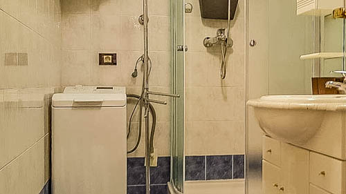 Apartment Iris Holiday Apartment Rovinj shower room 1